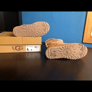 UGG Shoes - UGG BAILEY BOW SHORT BOOTS